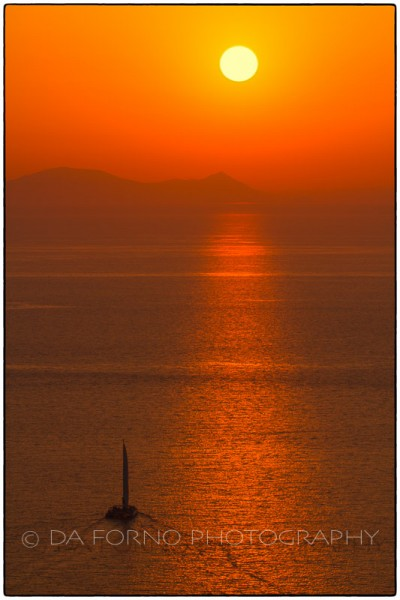 Cyclades Islands - Santorini - Oia - Sunset on Milos - Canon EOS 7D / EF 70-200mm  f/2,8 L IS II USM + 2.0x