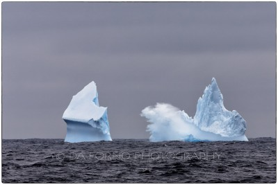 Antarctica - Iceberg on the way to Antartica - Canon EOS 5D III / EF 70-200mm f/2.8 L IS II USM +2.0x III