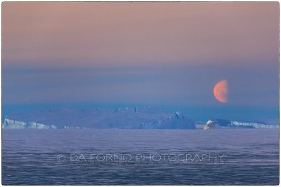 Antarctica - Iceberg and Moon - Canon EOS 5D III / EF 70-200mm f/2.8 L IS II USM +2.0x III